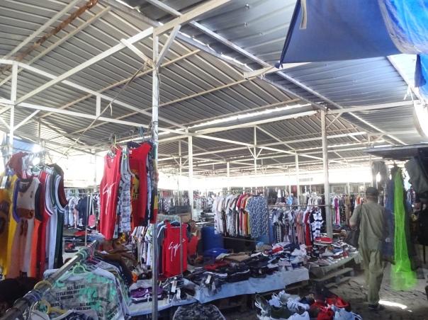 Praia 10 afrikanischer Sucupira Markt 2