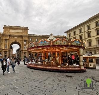 Piazza della Repubblica mit Karussell